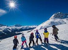 Kdy dát děti do lyžařské školy? Otestujte jejich stabilitu a samostatnost